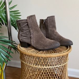 Crown Vintage Leather Taupe Lace Up Side Booties 8